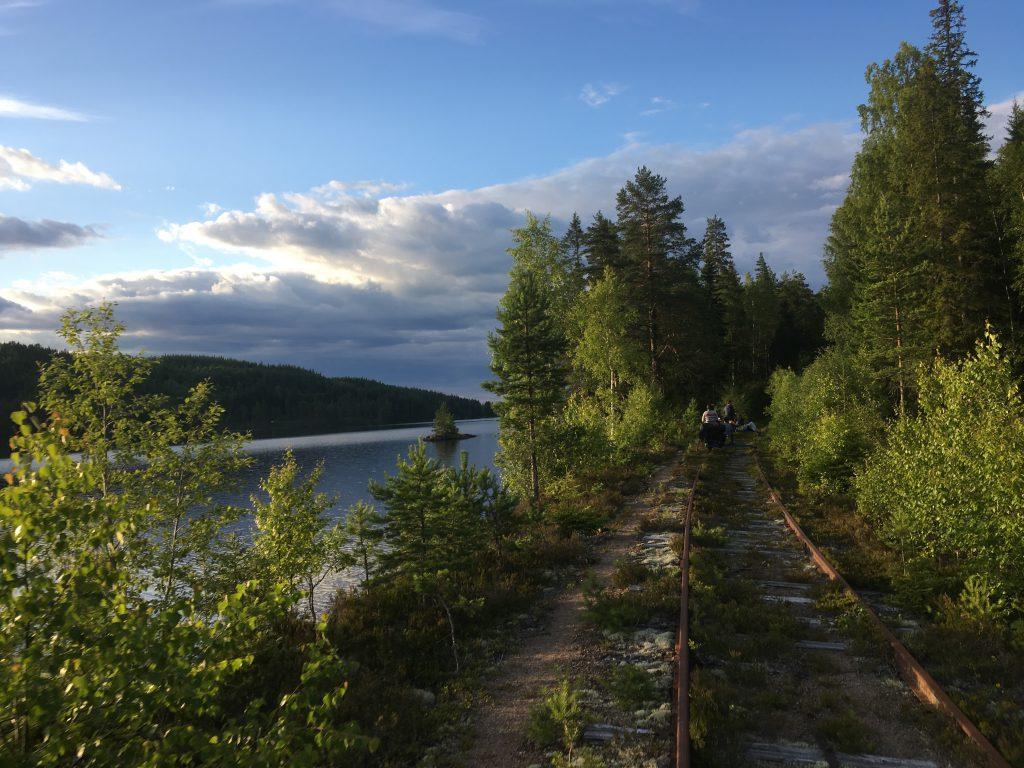 Railsfietsen naar de tipitent op de Inlandsbanan, Station Sågen in Dalarna, Zweden